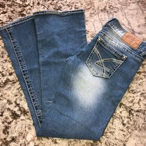 Amethyst Series 31 Jeans Distressed Size 5